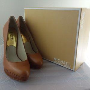 Michael Kors York Leather Pump, sz8.5 in Box